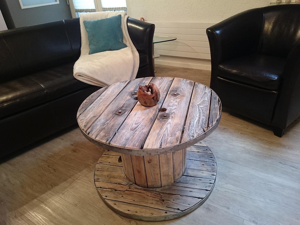 kabeltrommel tisch runder couchtisch aus holz. Black Bedroom Furniture Sets. Home Design Ideas