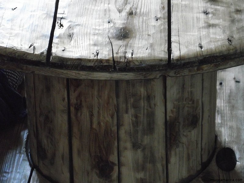 Kabeltrommel Tisch - runder Couchtisch aus Holz