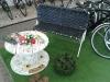 Bank aus Fahrradschläuchen von Erik & Paul + Kabeltrommeltisch